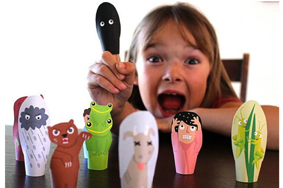 DIY Passover craft for kids: The cutest printable 10 plagues finger puppets.