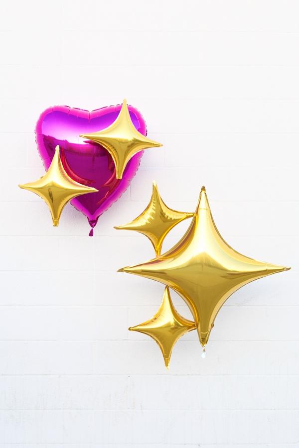 Emoji party photobooth props: DIY Emoji Heart Balloons | Studio DIY