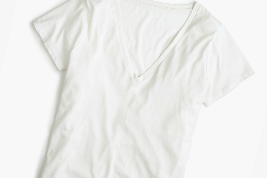 The best white t-shirts for women, from a white t-shirt junkie. (Psst…lots on sale if you hurry!)