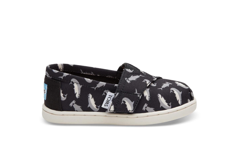 Kids' shark shoes: Black Shark Print Tiny Toms | Toms