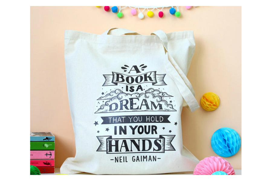 Totes for book nerds: Neil Gaiman Dream tote | Fable and Black