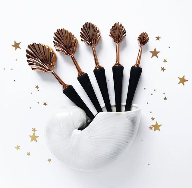 Deco mermaid cosmetic brushes: Gorgeous and playful at once