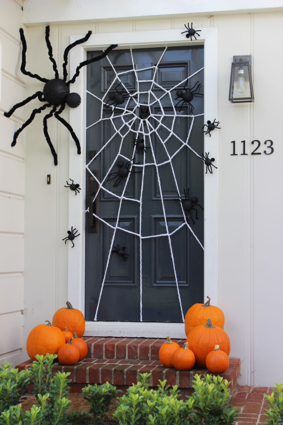 DIY Halloween door decorating ideas  | Spider Web from Jane Can