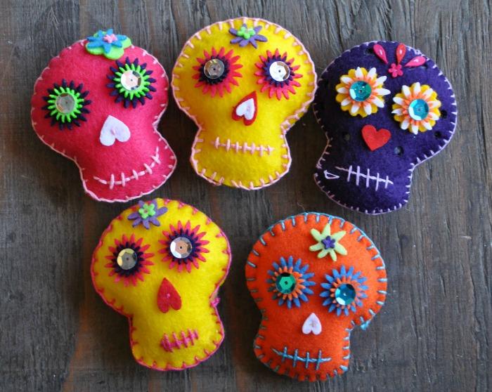 Sugar skull crafts | embroidered felt sugar skulls from Casa Artelexia