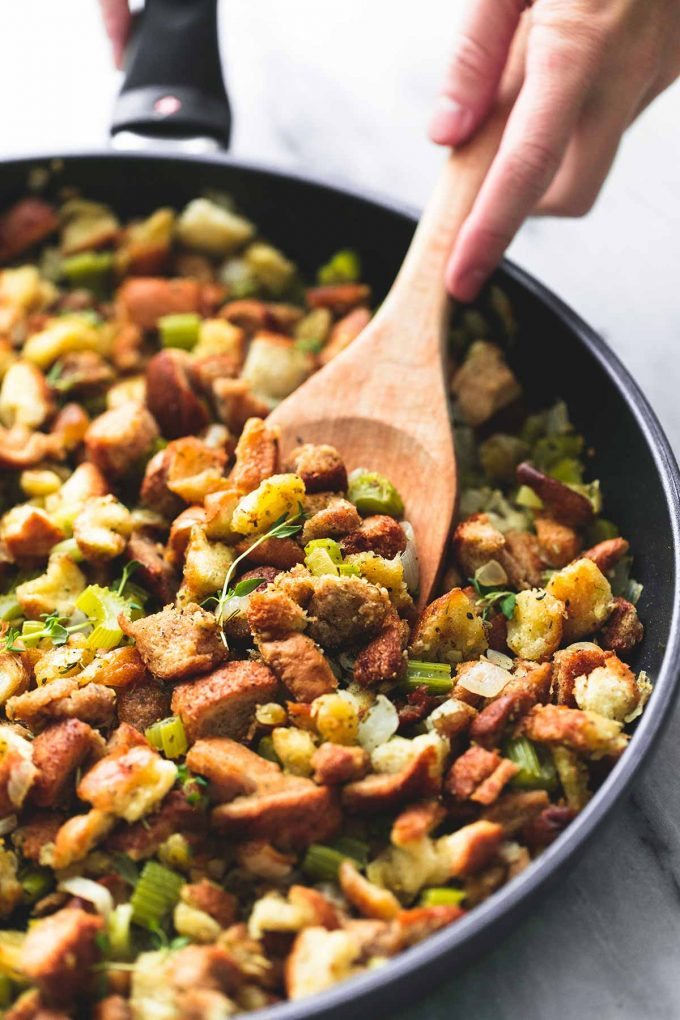 Last-minute Thanksgiving side dish recipes:  An easy Thanksgiving Stuffing recipe at Le Creme de La Crumb that takes 15 minutes! Life saver.