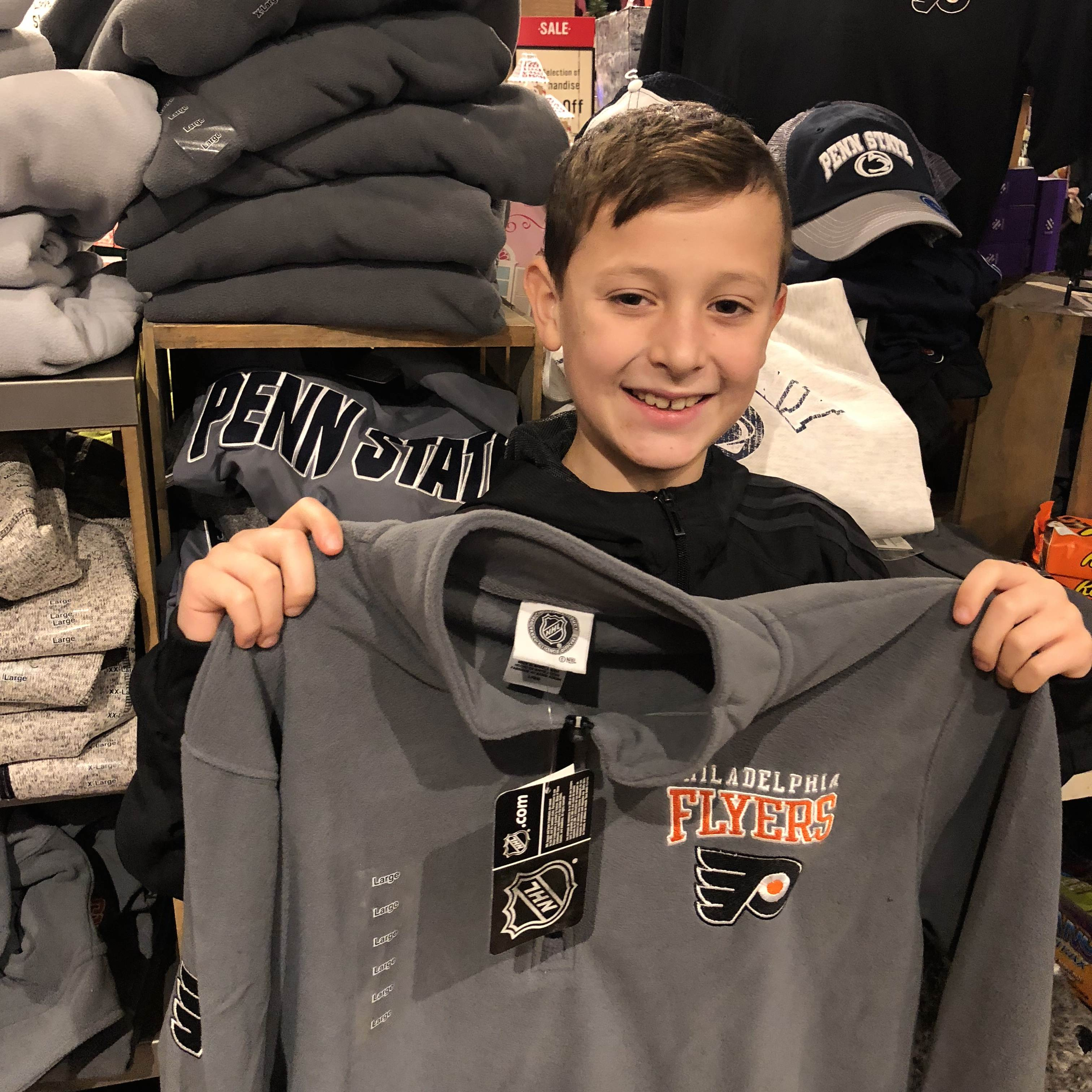 Surprising holiday gifts at Cracker Barrel: Flyers gear| sponsor