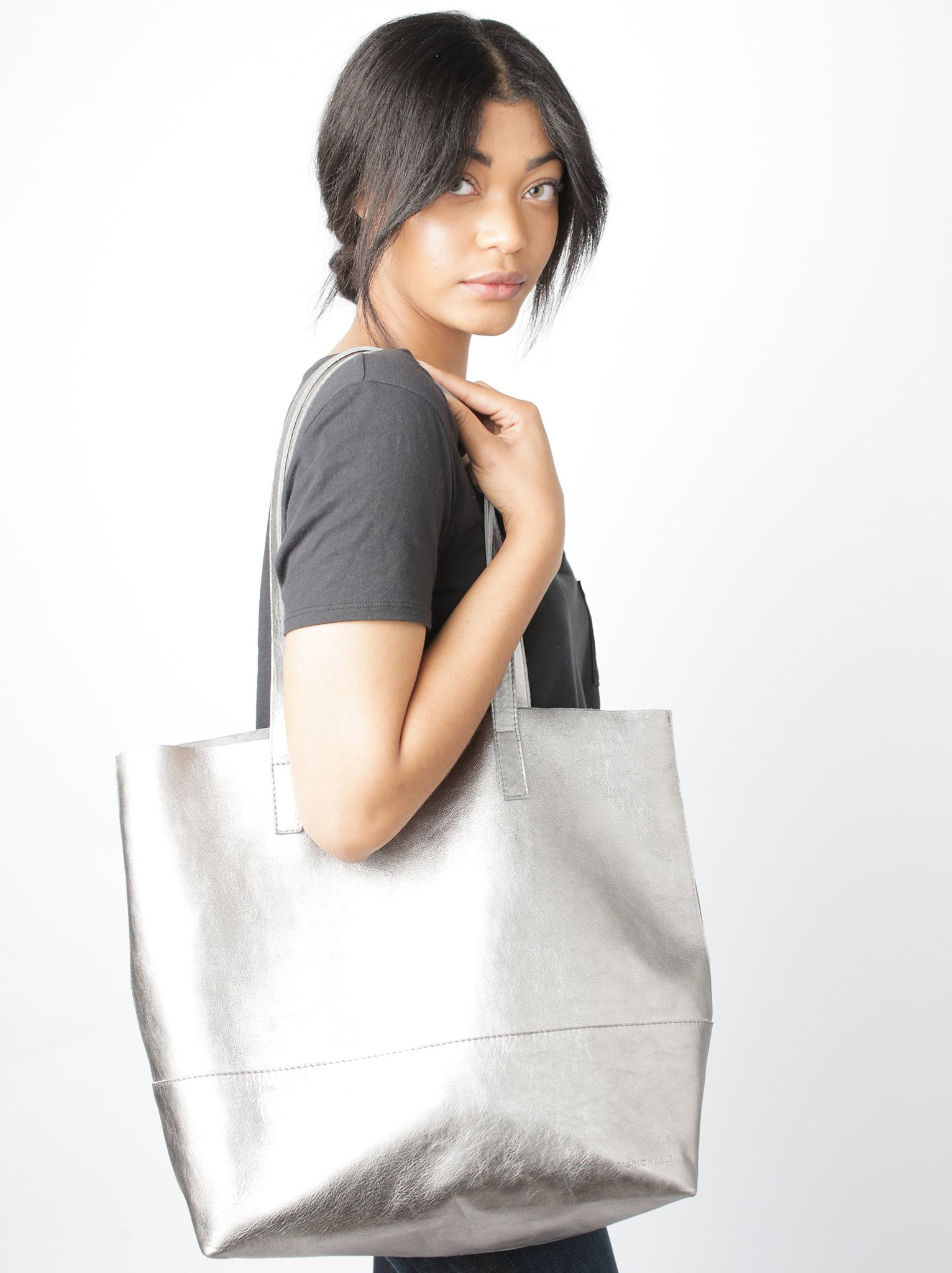 New mom gifts: Mamuye leather tote   ABLE