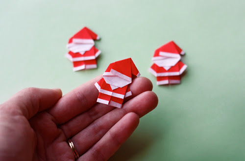 Origami ornaments: Tiny Origami Santas | How About Orange