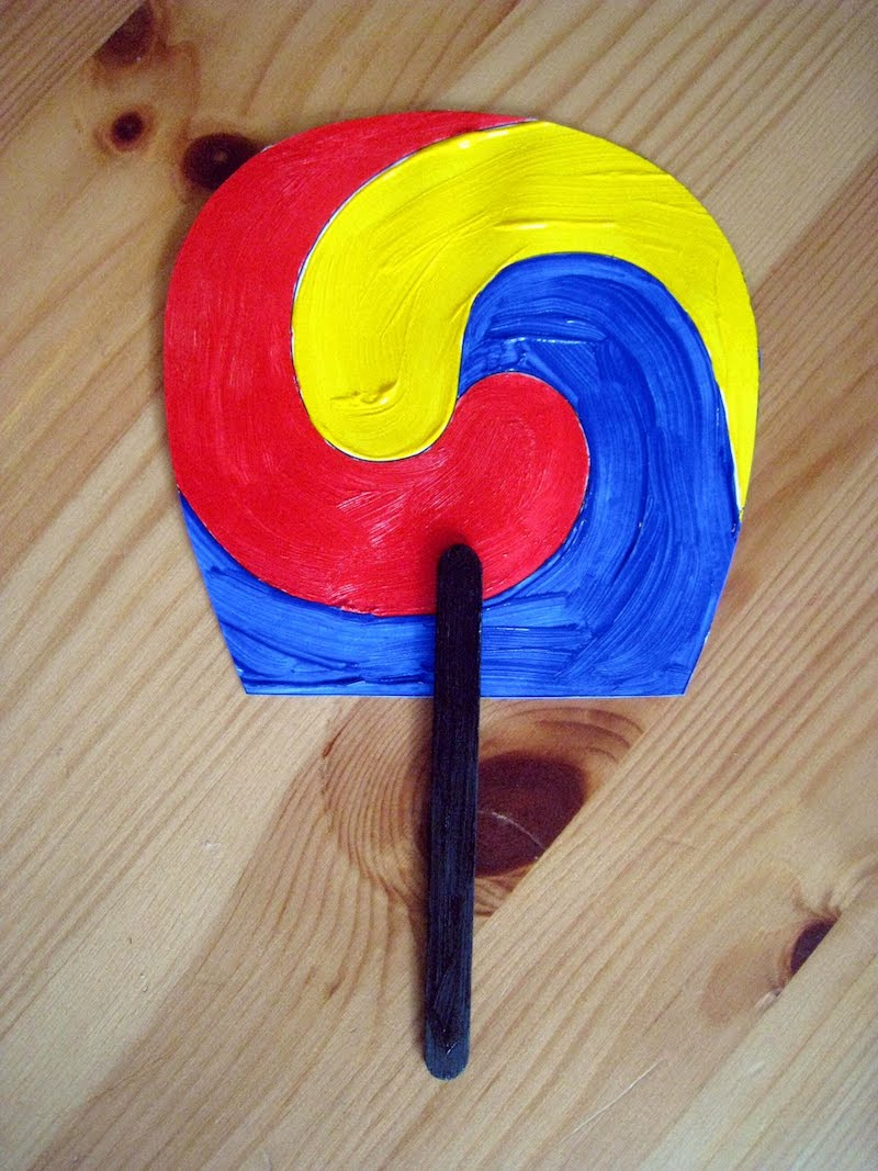 Olympics crafts for kids: Traditional Korean fans at 4 Crazy Kings