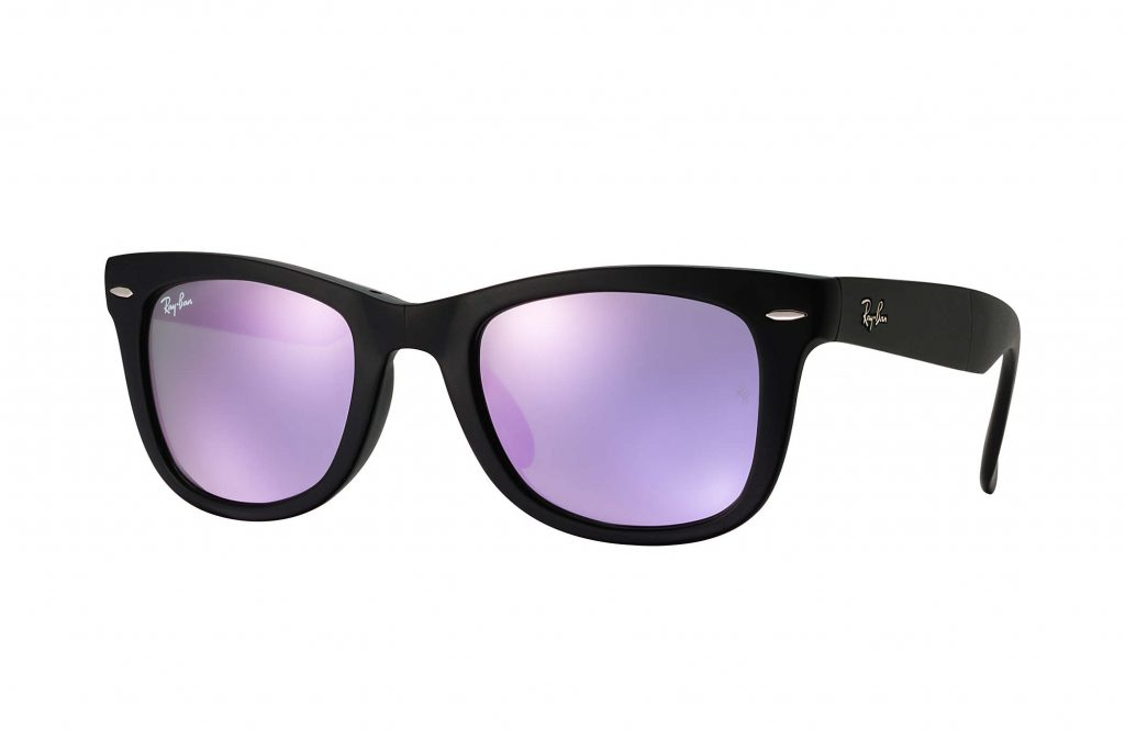 Ray Ban Wayfarers with violet or lilac lenses: Pantone 2018 Ultra Violet accessories