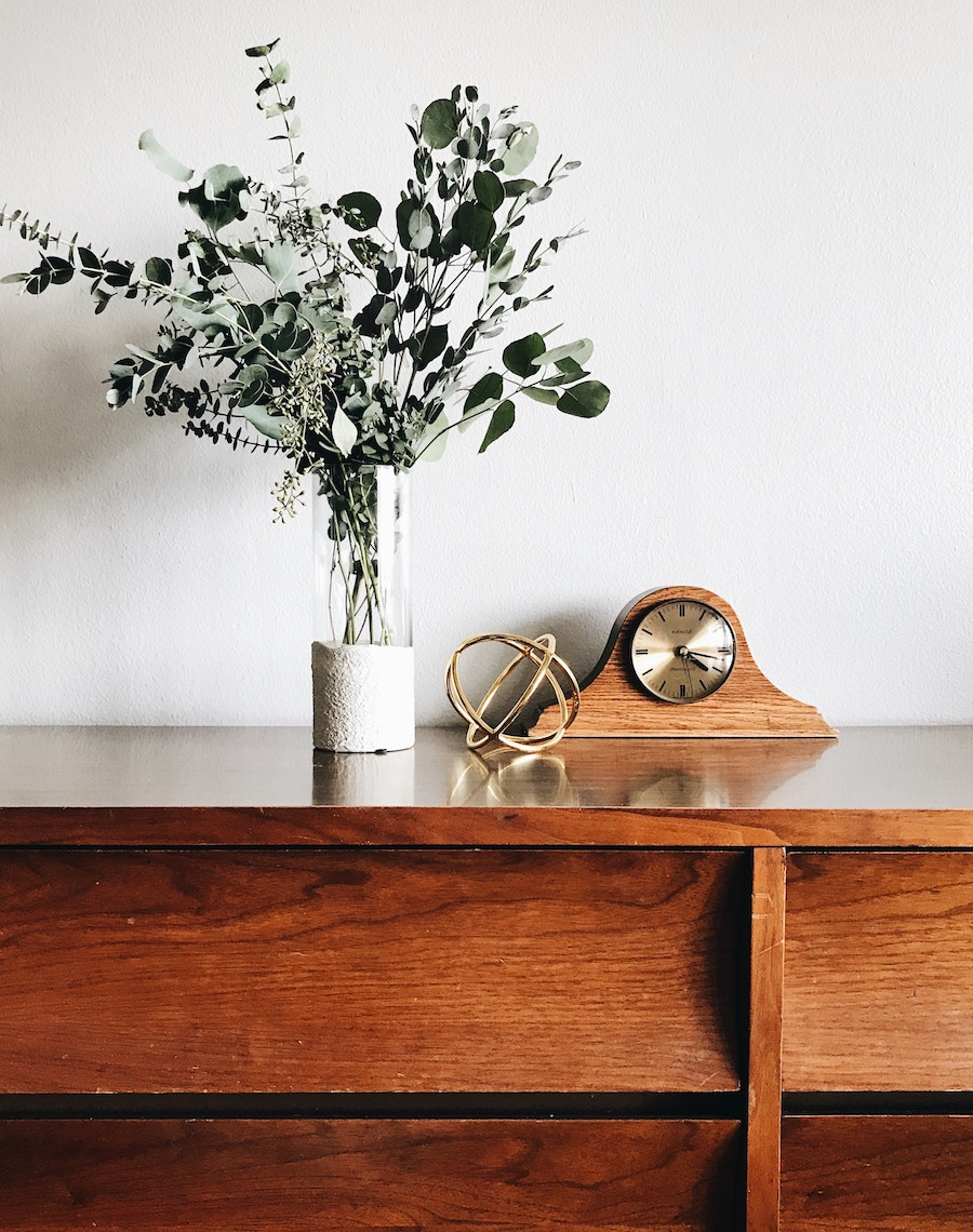 Things to put in a guest room: Give guests space to unpack | Photo by Ember & Ivory via Unsplash