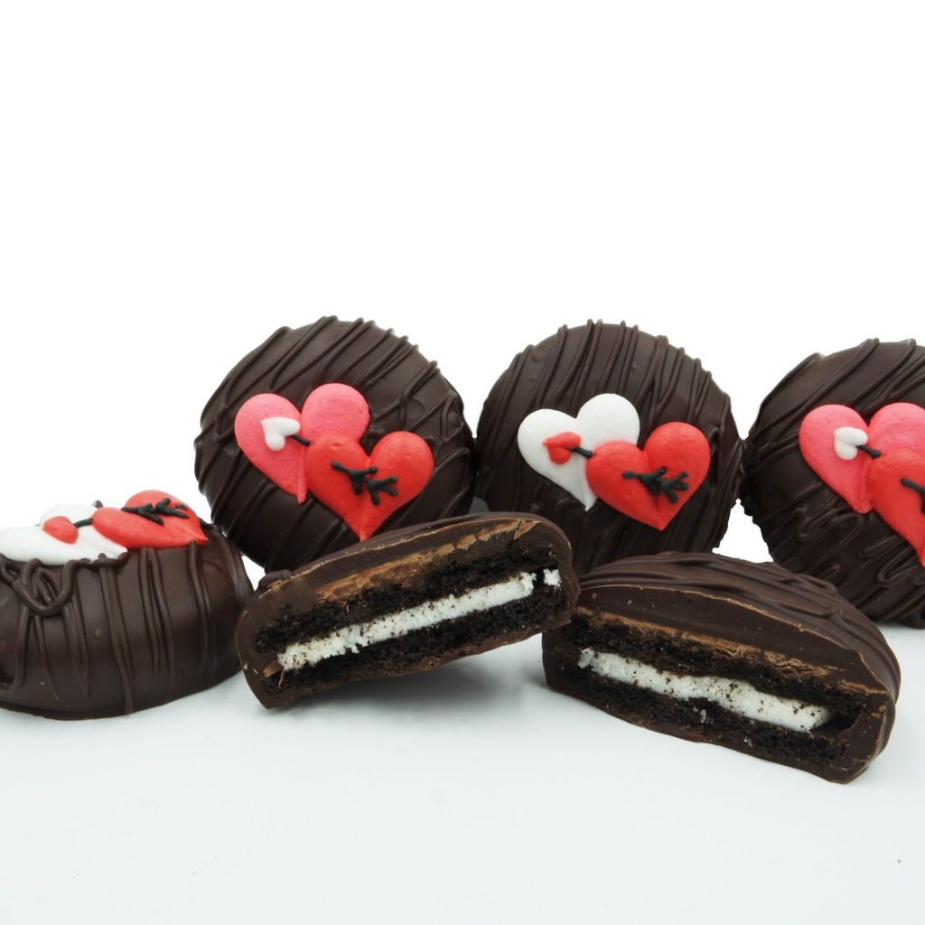 Creative Valentine's gift ideas: Valentine's Heart Chocolate-Dipped Oreos from Philadelphia Candies