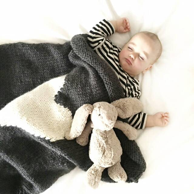 Valentine's Day gifts for babies: Hand Knit Heart Baby Blanket by Hayden Ella Handcraft