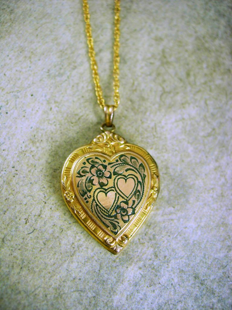 Creative Valentine's gift ideas supporting indie shops: Vintage Victorian Heart Locket