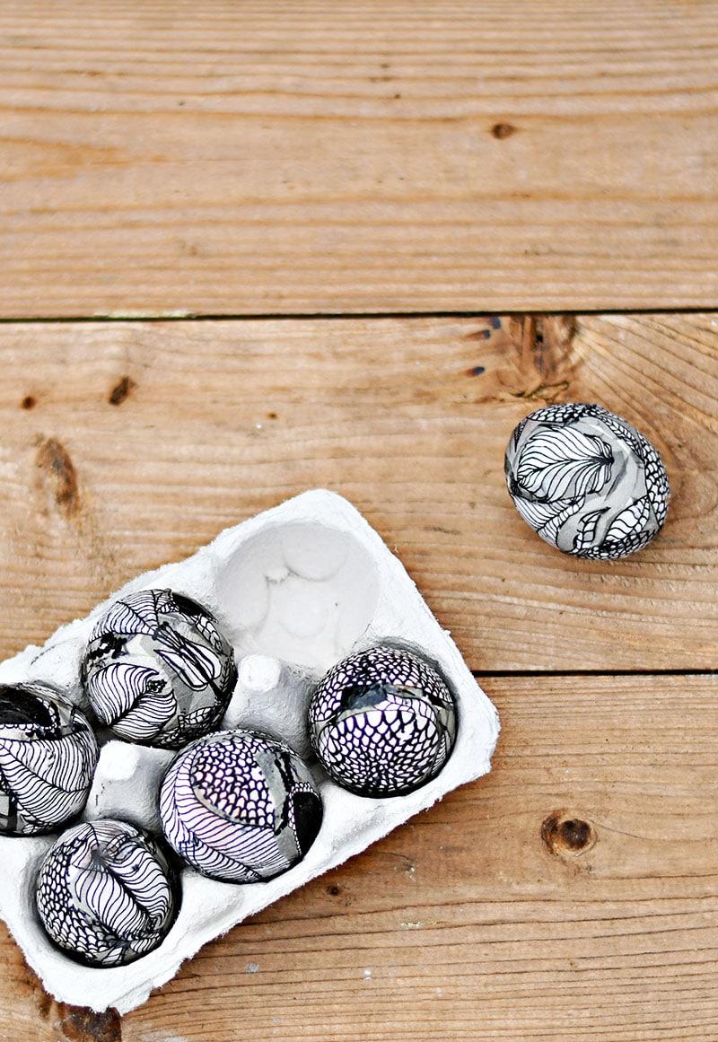 Gorgeous no-dye Easter eggs: Marimekko Easter egg | Pillar Box Blue
