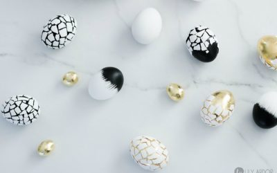 8 simply gorgeous, no-dye ways to decorate your Easter eggs this year.