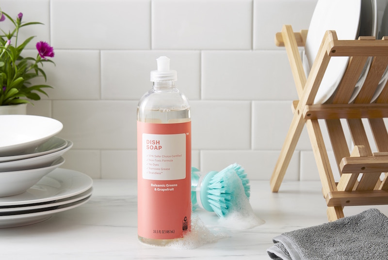 Non-toxic cleaning-products by Brandless include this Balsamic Greens and Grapefruit dish soap.