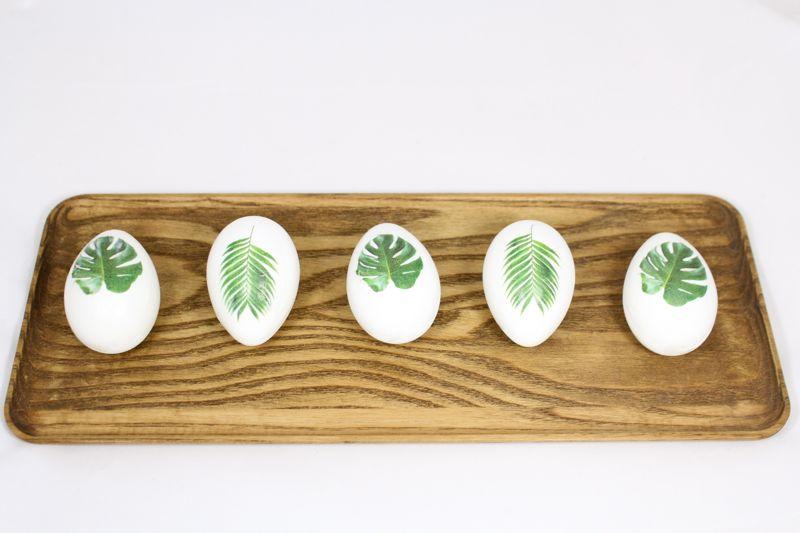 Gorgeous no-dye Easter eggs: Tropical leaf eggs | J. Sorelle