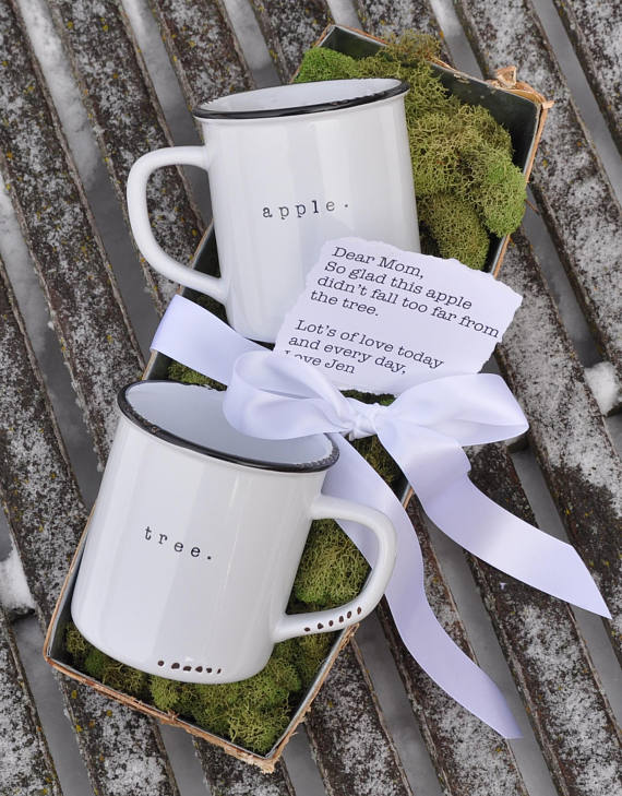 Cool Mother's Day gifts for grandma: Apple/Tree mug set from Lace and Twig that can be peresonalized