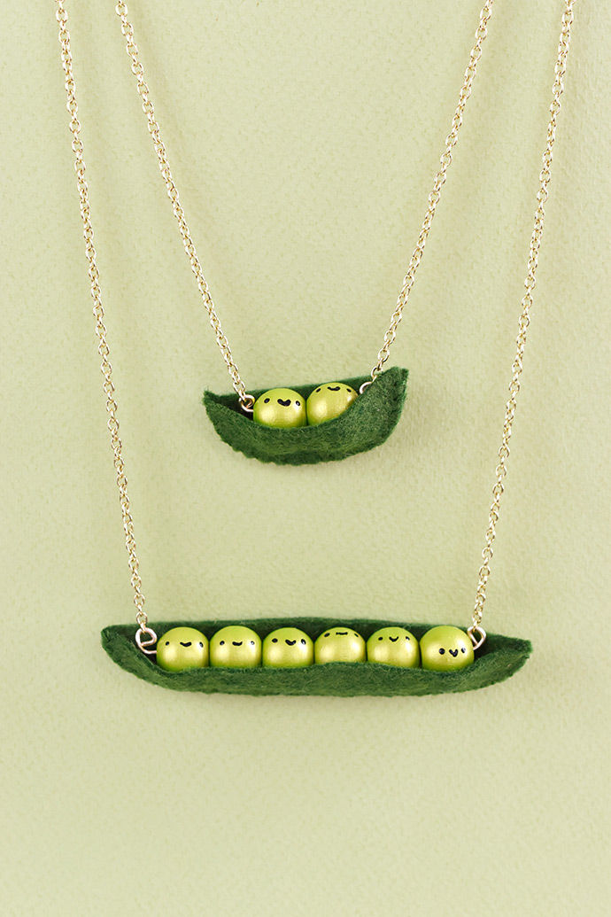 Mother-daughter necklace sets: DIY Peas in Pod mother-daughter necklace set tutorial | Handmade Charlotte