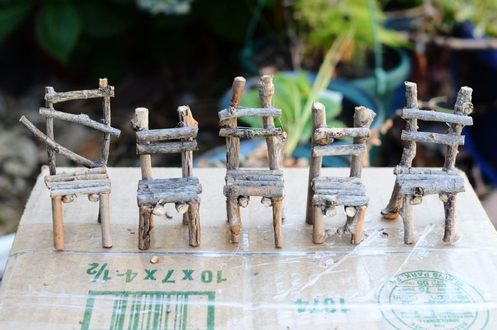 How to make DIY fairy garden twig chairs | One Inch World