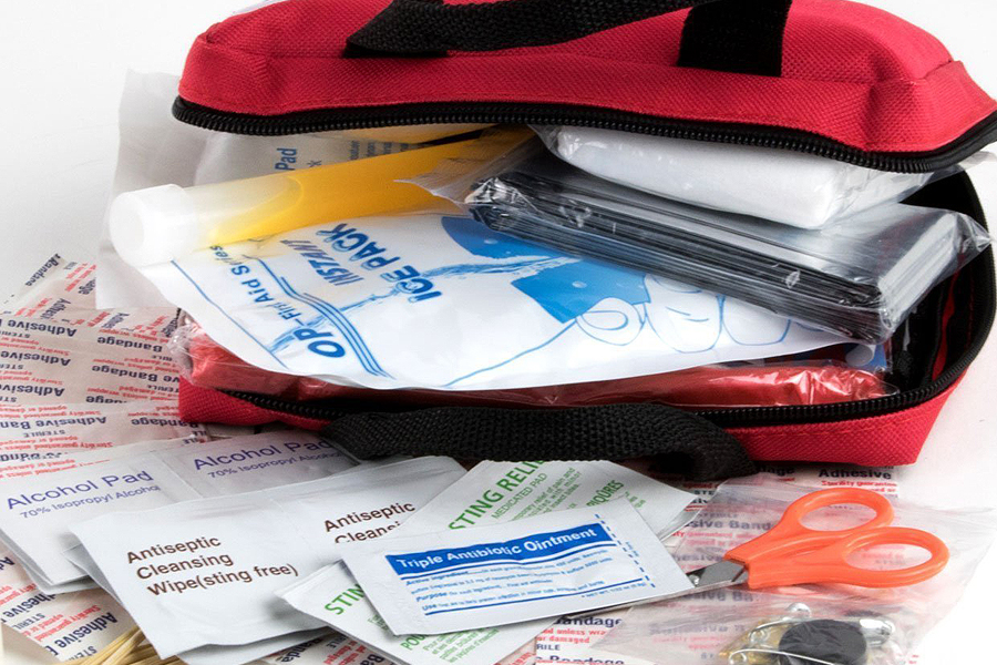 How to put together a first aid kit for travel: Everything you need. Just in case.