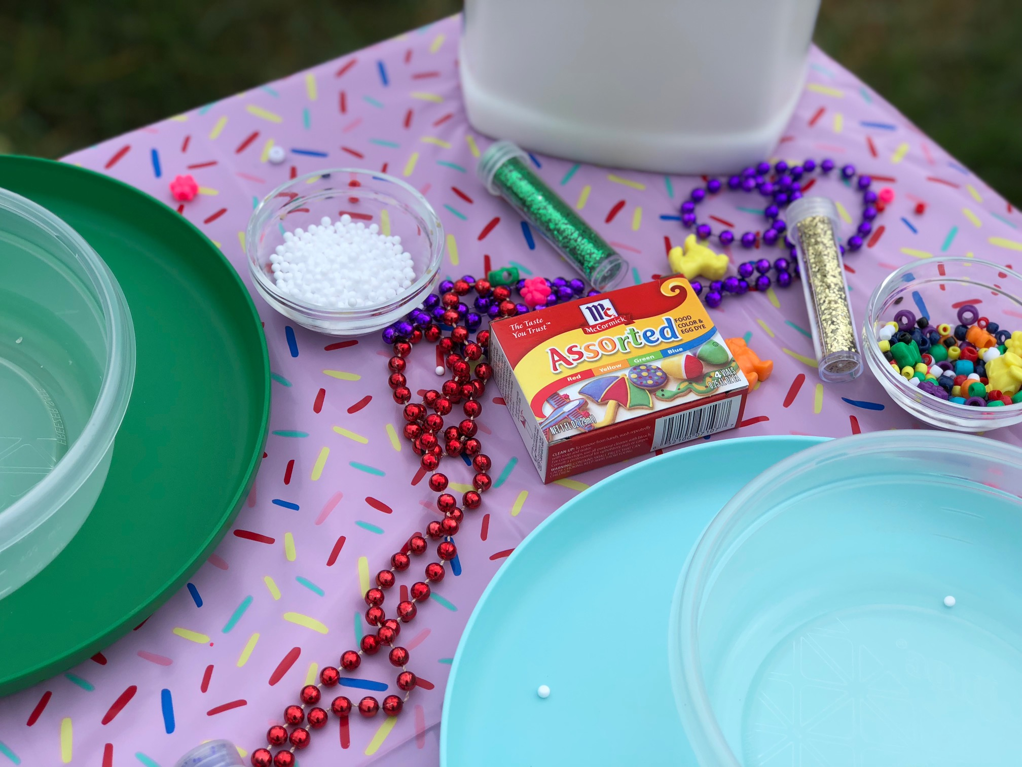 Everything you need to host a DIY Slime Party: Sponsor - Table set-up