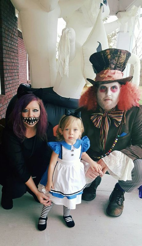 Halloween Costumes For Family Of 3 And Pregnant.13 Of The Absolute Coolest Family Halloween Costume Ideas