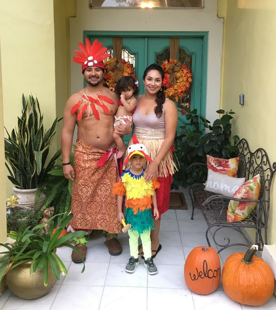 Family Halloween costume idea: Moana family Halloween costume (We haven't found the source for this picture, but please let us know if you do! We'd love to give credit)