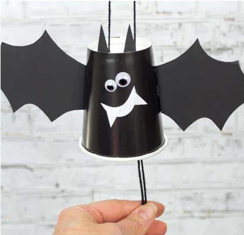 Easy Halloween crafts for preschoolers: Paper cup bats at Kids Craft Room