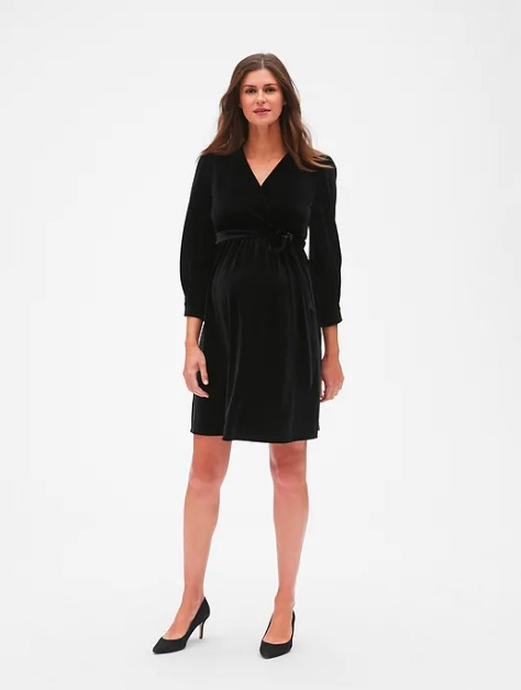 Black maternity dresses for fall: Velvet black maternity dress | Gap