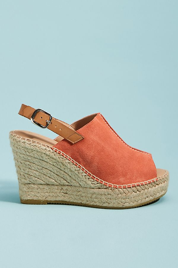 Lovely Living Coral accessories to celebrate the 2019 Pantone color of the year: Coral wedges at Anthropologie