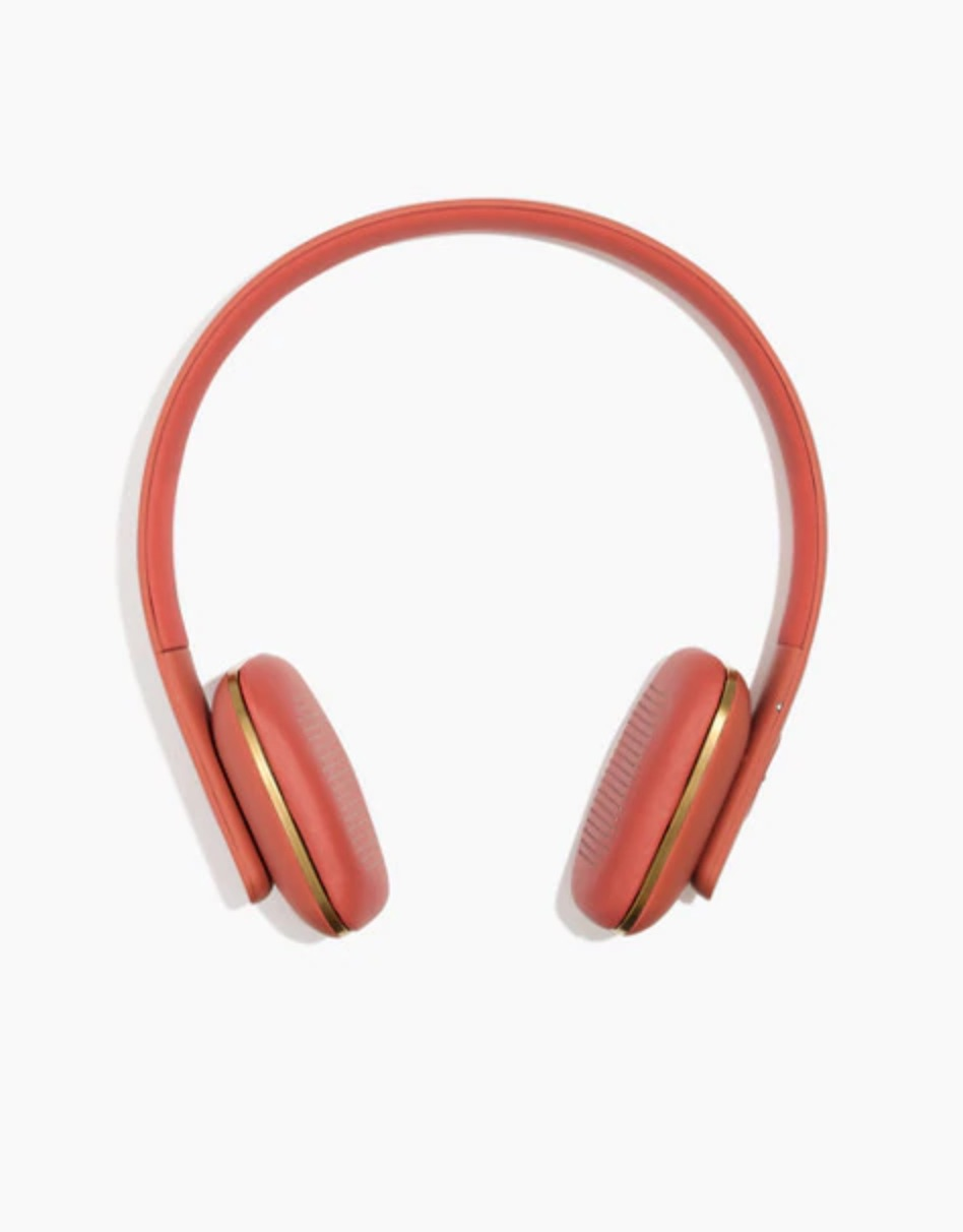 Lovely Living Coral accessories to celebrate the 2019 Pantone color of the year: Madewell coral headphones
