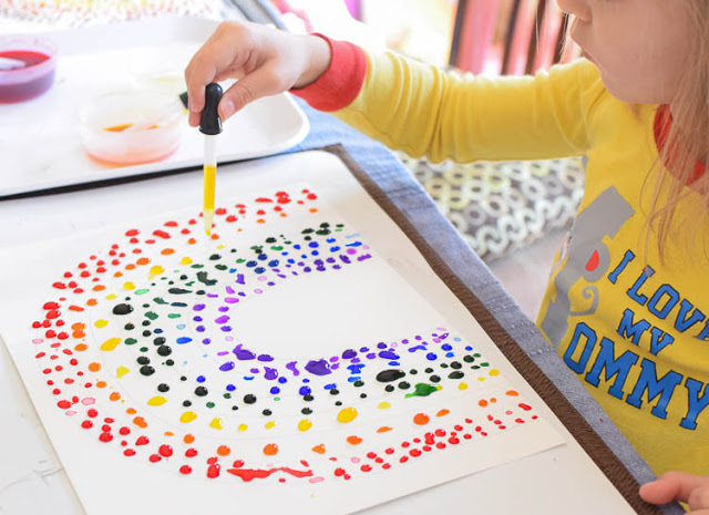 Rainbow crafts for St. Patrick's Day: Eye dropper rainbow craft | Ellen at Paper and Glue