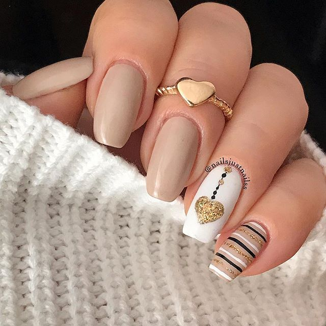 Nude Valentine's Day nails : Nail art by nailsjustnailss on Instagram | #valentinesnails