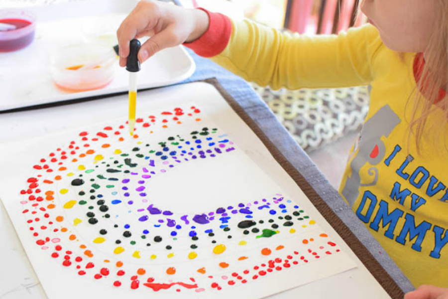 8 of the cutest St. Patricks Day rainbow crafts for preschoolers and little kids. Pot of gold not included.