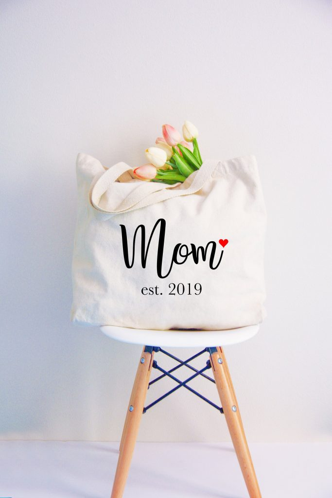 Mother's Day gifts under $20: Mom since... tote bag customized with the year | Mother's Day Gift Guide