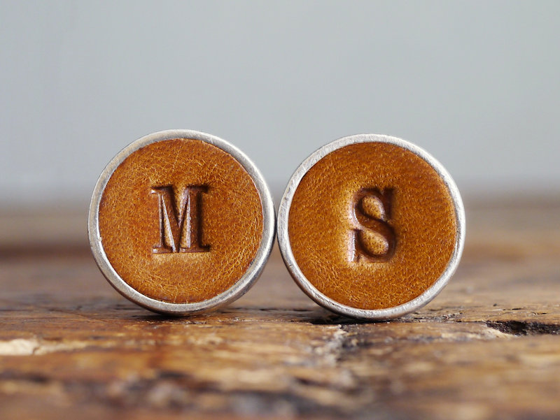 Personalized Christmas gifts: Leather cuff links