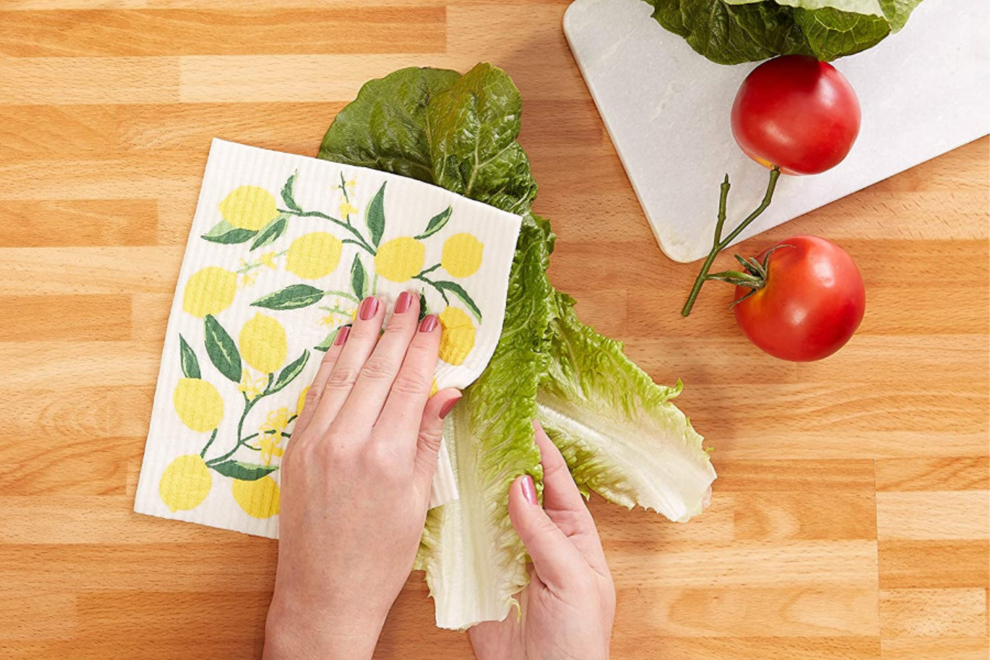 We've got 5 eco-friendly paper towel alternatives to help you make the switch at the perfect time.