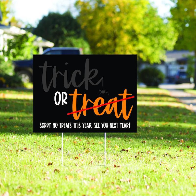 Printable Yard Sign 2020 Halloween Sign Halloween Yard Sign Trick or Treat from 6 Feet Socially Distancing Halloween