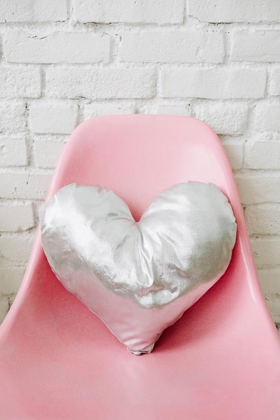 Handmade baby gift ideas: Handmade heart pillow tutorial from Design Love Fest