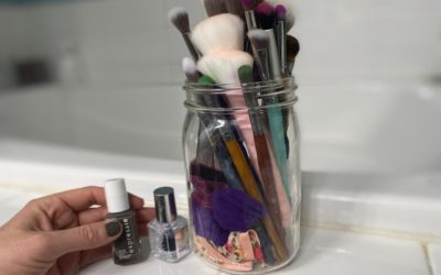 Expressie: Finally! A quick dry nail polish that makes at-home manicures a cinch.
