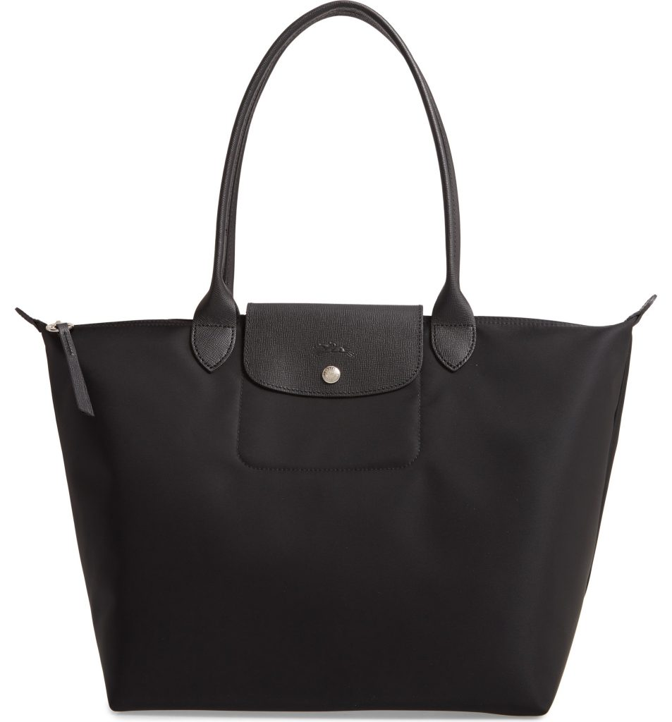 oversized bags for spring and summer: Longchamps Le Pliage Tote is a classic and not too big at all