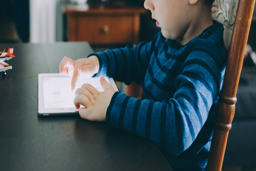 What's the best way to manage your kid's screen time? This expert's answer might surprise you!